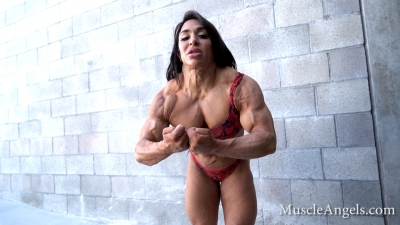 Mona Poursaleh hardcore flexes