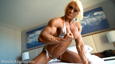 Lisa Cross sensual muscularity
