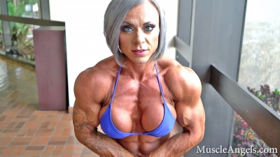 Brittany Nicole ~ Beautiful Flexes