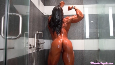 Jennifer Kennedy 'Muscle Fox'  In the shower with Jenni.